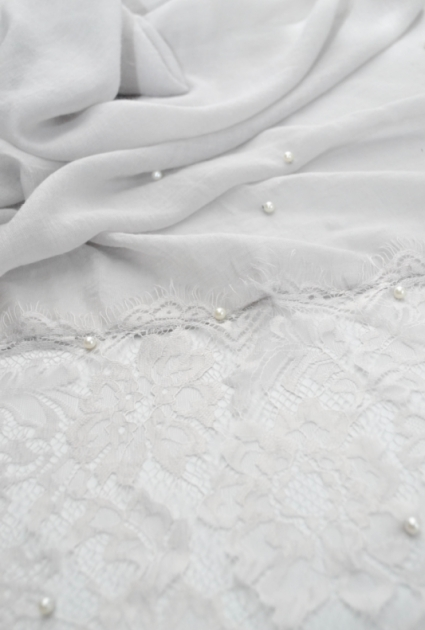 Shawl lace with pearls -